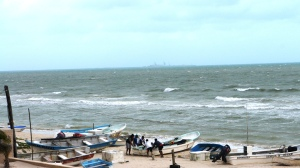 Fishermen secure boats during Norte storm